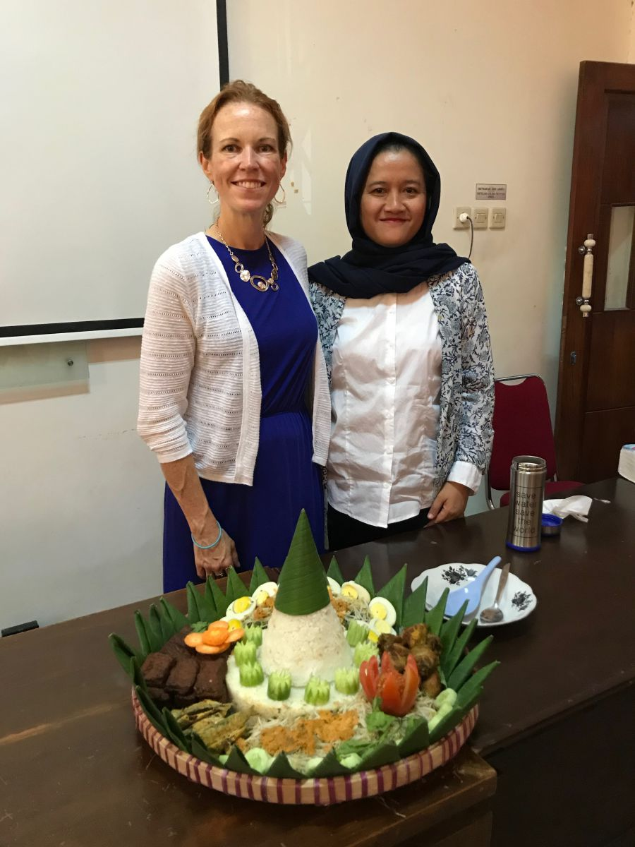 Welcoming Jayne Lammers to Puji Astuti's department at UNNES